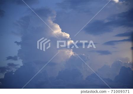 暮光之城雲 71009371