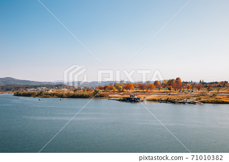 Autumn of Namhan River and mountains in Yeoju, Korea 71010382