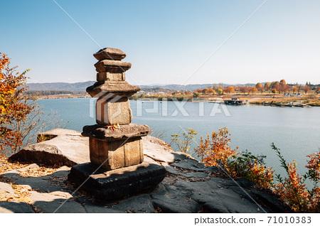 Silleuksa Temple stone tower with Namhan River at autumn in Yeoju, Korea 71010383