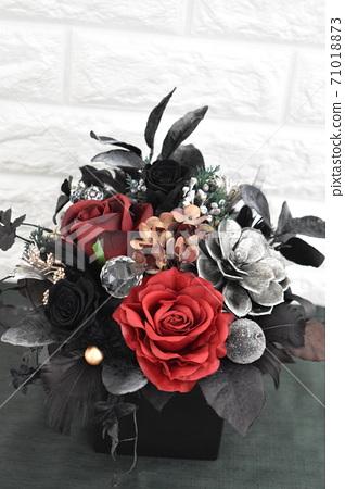 붉은 장미 크리스마스 꽃꽂이 71018873