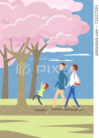 三個父母和孩子們沿著一排櫻花樹行走 71027281