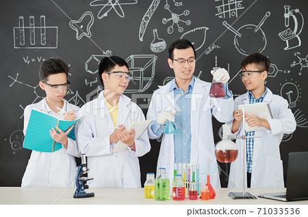 Chemistry teacher explaining reaction 71033536