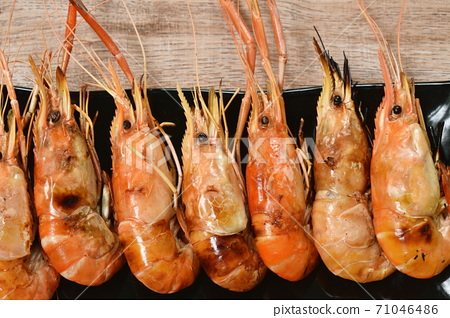 grilled river shrimp arranging on plate dipping spicy sauce 71046486