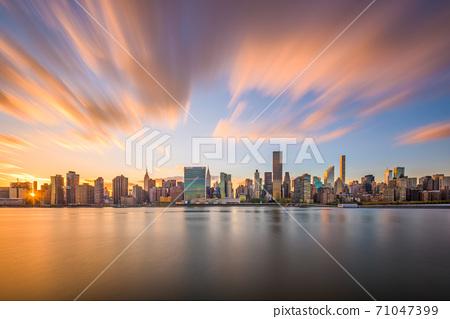 New York City East River Skyline 71047399