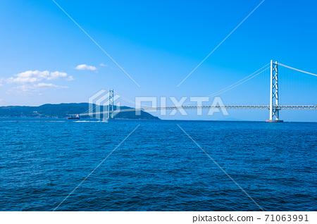 아카시 해협 대교와 아와지시마 71063991