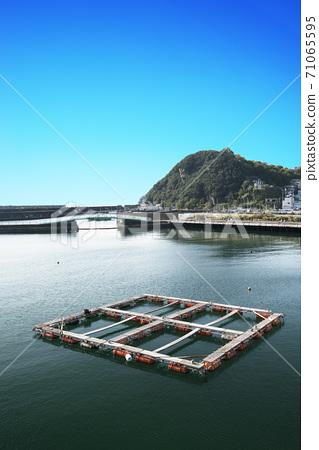 漁港與養殖筏的風景 71065595