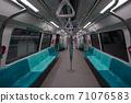 [Singapore] Scenery inside the MRT car, no people 71076583