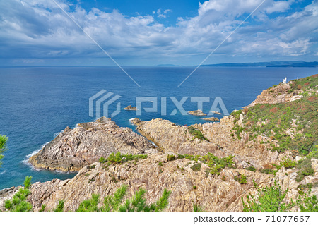 [Usubae Coast Lighthouse and Ryugu Shrine from Taihei Observatory] Matsuo, Tosashimizu City, Kochi Prefecture 71077667