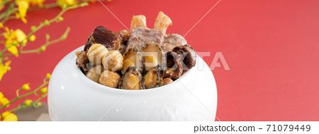 佛跳牆 年菜 農曆新年 中式 過年 新年 食物 餐 農曆年 料理 美食家 傳統 海鮮 豐盛 71079449