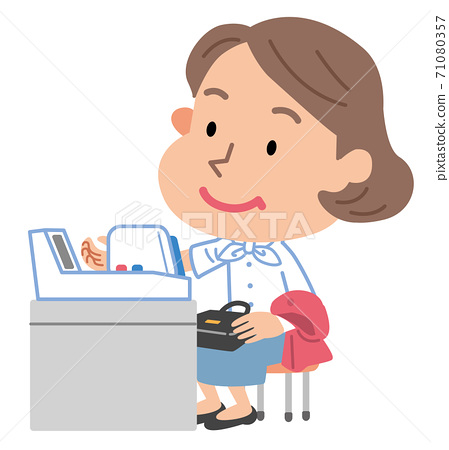 血壓測量中年女人圖 71080357