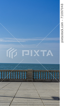 Concrete fence on the waterfront in front of the sea 71097048