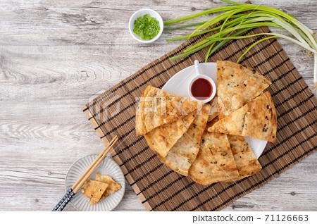蔥油餅 台灣 小吃 scallion pancake Taiwan snack 揚げ 焼き葱入り餅 71126663