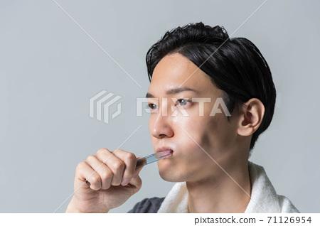 男人的美麗形象[刷牙] 71126954
