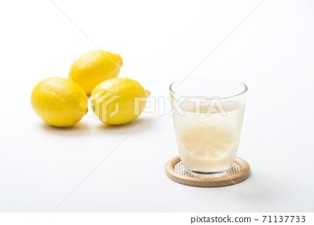 檸檬酸檸檬酸檸檬酒檸檬酒高圖像素材 71137733