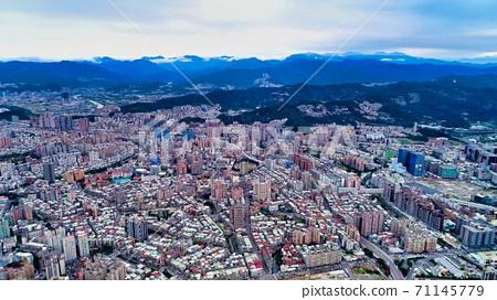 Aerial view of downtown Taipei 71145779
