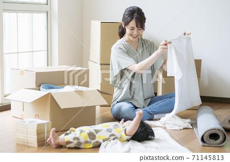 母子移動影像_ 6個月大 71145813