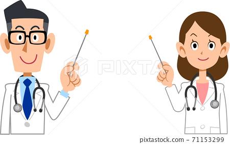 男醫生和女醫生用指示棒解釋 71153299