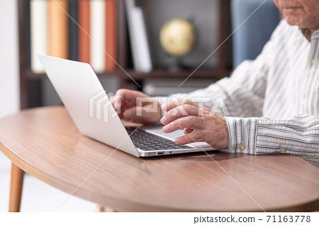 高級男性筆記本電腦 71163778