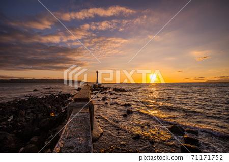《Shimabara Peninsula, Nagasaki》 Sezumesaki Lighthouse and sunset scenery 71171752
