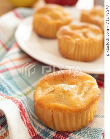 蘋果和酸奶蛋糕 71172547