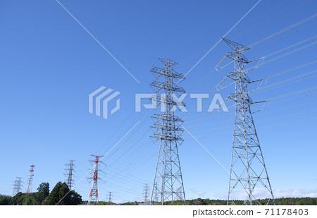 刷新藍天和輸電線鋼塔 71178403
