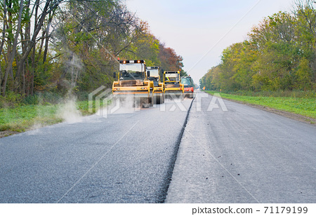 road roller working 71179199