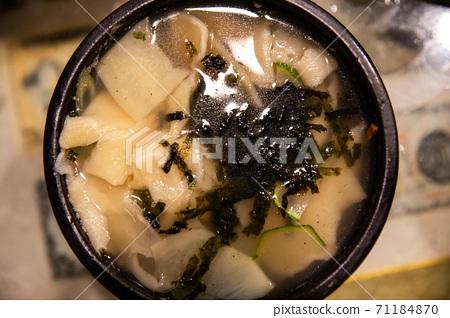 감자, 호박, 김을 넣은 밀가루로 만든 수제비,  한국전통음식 71184870