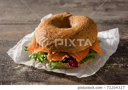 bagel, sandwich, salmon 71204327