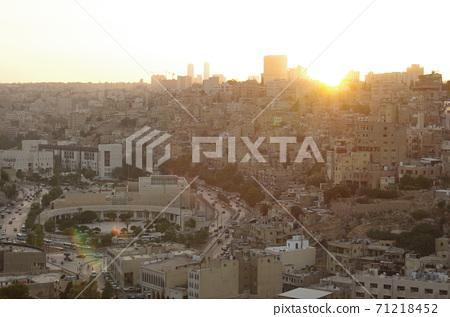 [約旦]安曼,黃昏時的市區風景 71218452