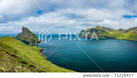 Amazing panorama of Drangarnir gate and Tindholmur peak 71228457