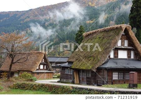 Gokayama Gassho Village Deepening Autumn 71231919