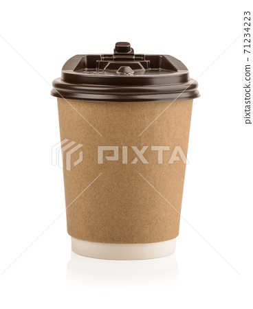 Paper coffee cups with plastic lids isolated on white background 71234223