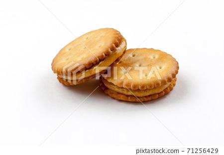 圓形夾心餅乾酥脆可口特寫 71256429