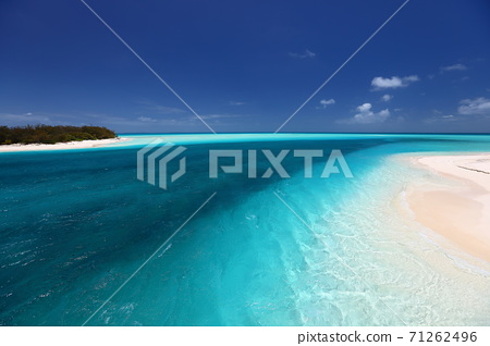 Beach and sea from Muri Bridge, Ouvea Island, New Caledonia 71262496