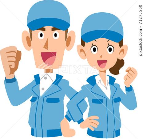 穿著藍色工作服的男人和女人的上身背靠背 71273560