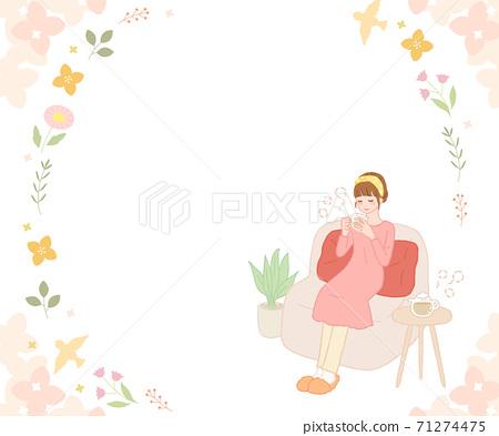 女人喝熱飲料和花相框 71274475