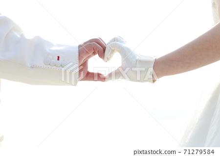 婚禮圖像與兩個人的心標記 71279584