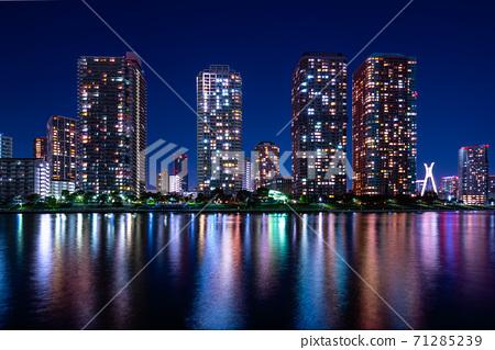 도쿄 쓰 쿠다 섬 고층 아파트 야경 71285239