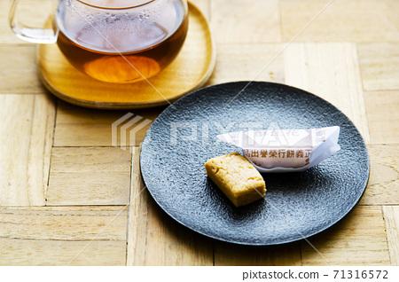 """台灣特產花生糖果""""花精""""和茶 71316572"""