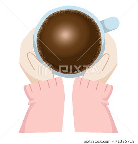 一個女人的手,雙手捧著一杯黑咖啡 71325718