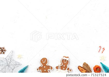 聖誕節 背景 頂視圖 假日 裝飾 禮物 桌子 頭頂上的 白色 冬天 節日的 聖誕快樂 聖誕卡 新年 71327324