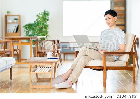 遠程辦公PC男性生活中層生活方式休閒 71344885