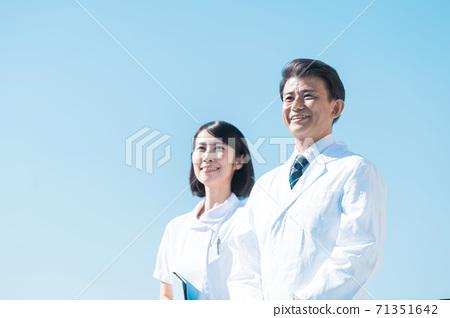 商務白袍男女高級 71351642