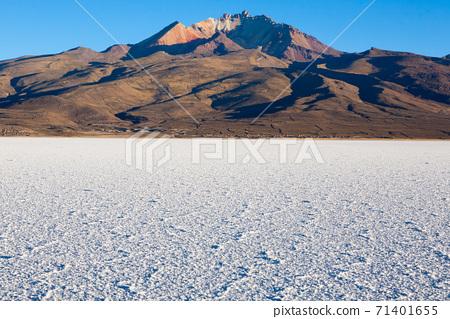 Salar de Uyuni,Cerro Tunupa view 71401655