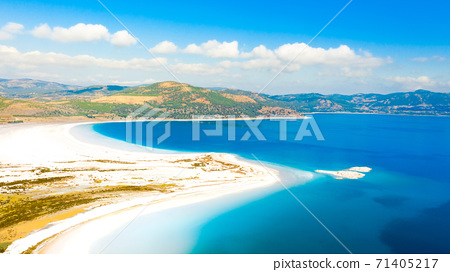Aerial view over the clear beach and turquoise water of Salda lake. Burdur Province, Turkey 71405217