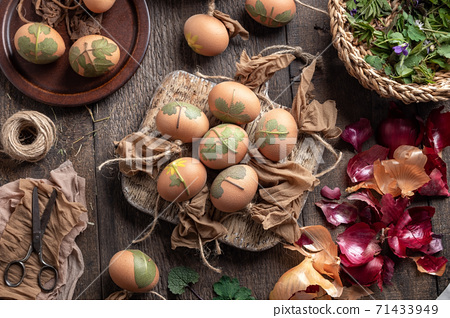 Preparation of Easter eggs for dyeing with onion peels with a pattern of fresh herbs 71433949