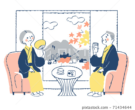Senior couple in yukata relaxing at the inn 71434644