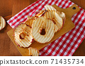 Dried apple chips 71435734