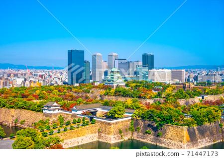 가을의 오사카 성 및 오사카 비즈니스 파크 71447173