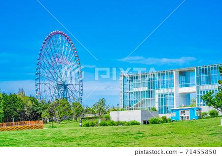 東京葛西海濱公園廣場,摩天輪和淺藍色旅行車 71455850